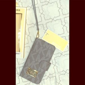 Michael Kors Signature iPhone 7 / 8 Folio Case NWT